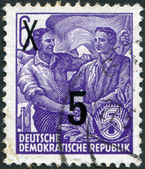DDR - CIRCA 1953: A stamp printed in DDR, shows the German and Soviet workers shake hands (overprint 1954), circa 1953 — Stock Photo