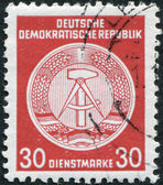 DDR - CIRCA 1954: A stamp printed in DDR, coat of arms shows the DDR, circa 1954 — ストック写真