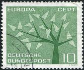德国-于大约 1962 年: 在德国,打印一张邮票描绘了程式化的树与 19 的叶片,于大约 1962 年 — 图库照片