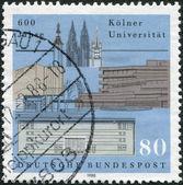 En stämpel som tryckt i tyskland, tillägnad 600: e årsdagen av universitetar av cologne — Stockfoto