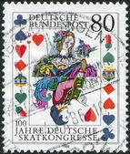Un sello impreso en alemania, se dedica al centésimo aniversario del congreso alemán skat, muestra la tarjeta del torneo — Foto de Stock