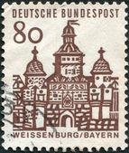 Eine briefmarke gedruckt in deutschland, erscheint ellinger tor, weißenburg in bayern — Stockfoto