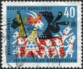 """Een stempel gedrukt in de duitsland, toont een scène uit een sprookje van de gebroeders grimm """"de wolf en de zeven jonge kinderen"""" — Stockfoto"""