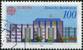 A stamp printed in Germany, shows the Post offices in Frankfurt am Main: Modern Giro office — Foto Stock