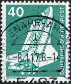 Eine briefmarke gedruckt in deutschland, zeigt das space shuttle — Stockfoto