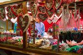 Venta de dulces tradicionales navideños en el mercado de navidad en alexanderplatz — Foto de Stock