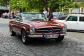 BERLIN - MAY 11: Mercedes-Benz W113 (280 SL), 26. Oldtimer-Tage — Stock Photo