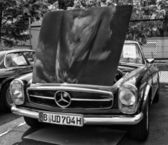 BERLIN - MAY 11: Car Mercedes-Benz W113, 280SL (black and white) — Foto Stock