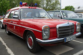 BERLIN - MAY 11: Car Fire Service Mercedes-Benz W114 Station wag — Stock fotografie
