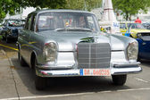 BERLIN - MAY 11: Car Mercedes-Benz 220 (W111), 26th Oldtimer-Tag — Stock fotografie