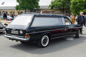 BERLIN - MAY 11: Car-hearse Mercedes-Benz 220D (W114), 26th Oldt — Photo