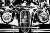 Car Jaguar XK 120 DHC, close-up, fragment (black and white) — 图库照片