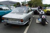 Auto simca 1200 s coupé und der harley-davidson-motorrad — Stockfoto