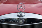 The radiator grille and emblem of Mercedes-Benz W108, close-up — Stock Photo