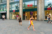 H & M store on the Kurfuerstendamm. — 图库照片