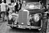 "Full-size luxury car Mercedes-Benz 220 ""Cabriolet A"" (W187) black and white — Stock Photo"