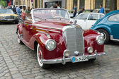 "Full-size luxury car Mercedes-Benz 220 ""Cabriolet A"" (W187) — Foto Stock"