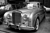 A full-size luxury car Bentley S1 Coupe — Stock Photo