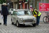 Un coche de pequeña economía cooper mini austin — Foto de Stock