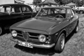 Italian car Alfa Romeo GT 1300 Junior, front view, black and white — Stock Photo