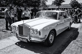 British luxury car Rolls-Royce Silver Shadow (black and white) — Stock Photo