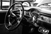 The driver's full-size car Chevrolet Bel Air, black and white — Stock Photo
