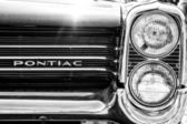 Headlamp full-size car Pontiac Catalina (1963), black and white — Stock Photo