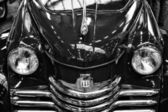 Detail of the front of the car Opel Kapitan, 1952 (black and white) — Stock Photo