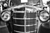 Carros de pós guerra soviético moskvitch 401 (baseada o alemão opel kadett 1939), preto e branco — Foto Stock