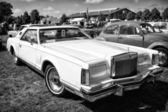 Personal luxury car Lincoln Continental Mark V (black and white) — Stock Photo