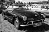 ドイツのスポーツ ・ カー フォルクスワーゲンのカルマンギアー、(黒と白) — ストック写真