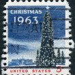 A postage stamp printed in USA, Christmas Issue, shows National Christmas Tree and the White House — Stock Photo #36494673