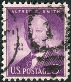 "Postage stamp printed in the USA, a portrait 42nd Governor of New York, Alfred Emanuel ""Al"" Smith — Stock Photo"