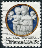 "A postage stamp printed in USA, Christmas Issue, shows a picture of the National Gallery, ""Madonna and Child with Cherubim"" by Andrea della Robbia — Foto Stock"