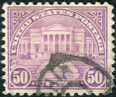 Postage stamps printed in USA, shows the Arlington Memorial Amphitheater — Stock Photo