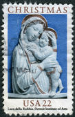 A postage stamp printed in USA, Christmas Issue, shows a picture of the Detroit Institute of Arts, Genoa Madonna, Enameled Terra-Cotta by Luca Della Robbia — Stock Photo