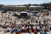 Festival of Latin dances. The scene on the Senate Square in front of the Helsinki Cathedral — Stock Photo