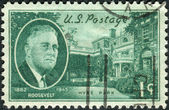 Postage stamp printed in the USA, shows a portrait of 32th President of the United States, Franklin Delano Roosevelt, Hyde Park Home — Stock Photo