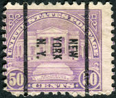 Postage stamps printed in USA (precancel New York, N.Y.), shows the Arlington Memorial Amphitheater — 图库照片