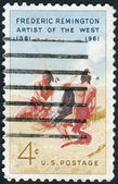 "Postage stamps printed in USA, shows a picture of the Amon Carter Museum of Western Art, Fort Worth, Texas, ""Smoke Signal"" by Frederic Remington — 图库照片"