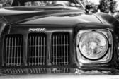 Headlamp Mid-size car Pontiac Grand Am, (black and white) — Stock Photo
