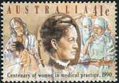 澳大利亚-1990 年左右: 邮票印在澳大利亚,致力于妇女在澳大利亚显示医生行医诞辰 100 周年康斯坦斯石,澳大利亚的第一个女医生,中国保监会 — 图库照片