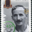 "AUSTRALI- CIRC1995: Postage stamp printed in Australishows Famous Australians from World War II, Soldier Surgeon Sir Edward ""Weary"" Dunlop, circ1995 — Foto de stock #40709567"