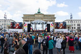 Citizens and guests of the city near the Brandenburg Gate. The Day of German Unity is the national day of Germany — Stock Photo