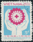 Postage stamp printed in Vietnam, dedicated to 40th Anniversary of Vietnamese Red Cross — Stockfoto