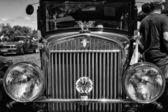 """Paaren im glien, niemcy - 19 maja: detal przodu samochodu wędrowca, (czarny i biały,) """"oldtimer pokaż"""" w mafz, zm. 19 maja 2013 w paaren im glien, niemcy — Zdjęcie stockowe"""