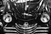 Detalj av lyx bil opel kapitan, 1951, svart och vitt — Stockfoto