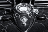 The dashboard and fuel tank motorcycle Harley Davidson Custom Chopper, black and white — Stock Photo