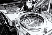 Detail of the dashboard and fuel tank motorcycle Harley-Davidson Electra Glide Ultra Classic, black and white — Stock Photo