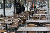 Empty street cafe on Unter den Linden. Unter den Linden, the famous boulevard in the center of Berlin. — Stock Photo